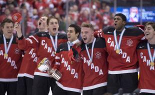 Canada celebrates after defeating Russia in the gold medal game at the World Juniors Ice Hockey Championship in Toronto on January 5, 2015. (THE CANADIAN PRESS/Frank Gunn)